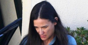 ©2007 RAMEY PHOTO 310-828-3445 EXCLUSIVE!! BEVERLY HILLS. 01.23.07 DEMI MOORE GETS INTO A CAR AFTER GETTING A FACIAL. DEMI IS LOOKING A BIT HAGGARD. ZZ