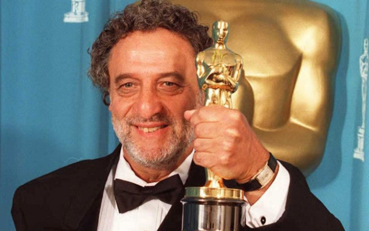 Enrique Bacalov from Argentina holds his Oscar for